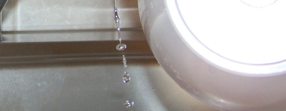 Experiment der Woche: Der gebogene Wasserstrahl